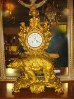 94. Антикварные позолоченные Каминные часы. 19 век. 45x22x74 см. Цена 8000 евро