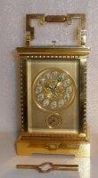 Антикварные дорожные часы-будильник с боем. Корпус - литая бронза, фасированное стекло. 16,5x10x9 см. Цена 1150 евро