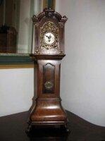 Миниатюрные антикварные напольные часы. 18 век. Цена 1750 евро