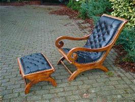 27. Кресло и пуфик антиварные. Около 1930 года. Цена 1500 евро.