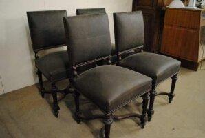 Четыре антикварных стула. 19 век. Дуб, новая кожаная обивка.
