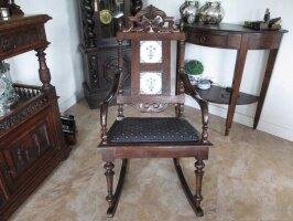 Резное антикварное кресло-качалка. Цена 750 евро