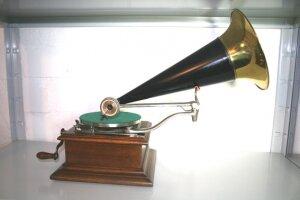 10. Грамофон. Модель-C125. 1910 год.