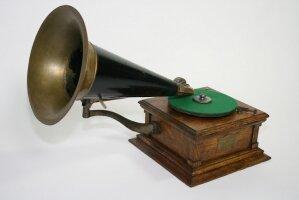 12. Грамофон (VICTOR-E6). 1910 год.