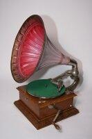 14. Грамофон. (PARLOPHON-46-1). 1920 год. Цена 2000 евро