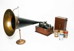 46. Граммофон. Около 1900 года.
