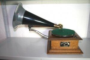 9. Грамофон. Модель-C123. 1910 год.
