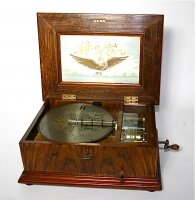 61. Антикварная Музыкальная шкатулка с дисками ADLER