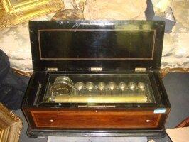 Антикварная Музыкальная шкатулка. 19 век. 88x32x28 см. Цена 9000 евро