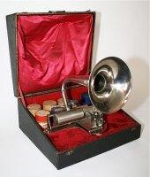 65. Антикварный Переносной фонограф. Около 1900 г.
