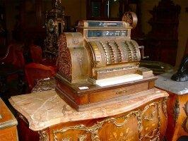 124. Антикварный Кассовый аппарат. Около 1900 г. Цена 2300 евро.