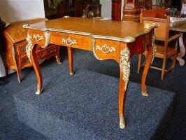 182. Антикварное Письменное бюро. Около 1880 г. 116x77x70 см. Цена 5800 евро.