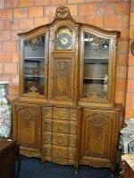 191. Антикварный Посудный шкаф с часами. 1890 год.