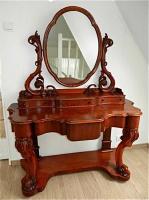 219. Антикварный Туалетный столик. 19 век. Цена 2500 евро.