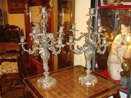 27. Пара антикварных канделябров. Бронза, серебрение. XIX век. Высота: 70 см. 9500 евро.