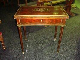 291. Раскладной антикварный столик для письма с зеркаломи встроенным интерьером. Около 1870 года. 70x44x73 см. Цена 2700 евро