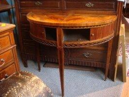 329. Антикварный Полукруглый столик с двумя дверками. 19 век. 90x40x77 см. Цена 1700 евро