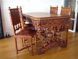 47. Антикварный Стол и 4 стула резные. 1850 год. 140х78х95 см. Цена 3500 евро.