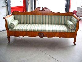 94. Антикварный Диван. 19 век. Цена 3000 евро.