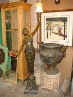 33. Пара антикварных подписных фонарей. Бронза. Около 1920 года. Высота 180 см. Цена 4000 евро