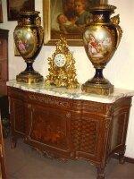 18. Пара антикварных ваз. Севр. 19 век. Высота: 93 см. Цена 35000 евро.