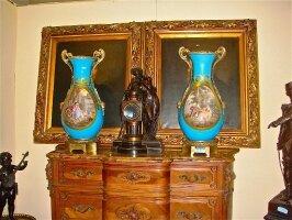 19. Пара антикварных ваз. Севрский фарфор. XIX век. Высота: 70 см. 12000 евро.