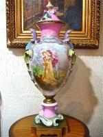 32. Антикварная Ваза из фарфора с росписью. 19 век. Высота 93 см. Цена 9000 евро