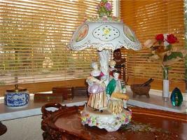34. Антикварная фарфоровая Настольная фарфоровая лампа. Германия. Около 1920 года. 60х30 см. Цена 1200 евро