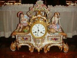 Фарфоровые антикварные часы. Около 1900 г. Цена 2000 евро