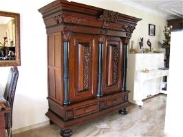 33. Антикварный платяной Шкаф 18 века.