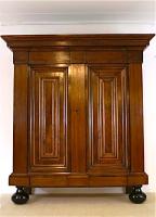 39. Антикварный платяной Шкаф. XVIII век.