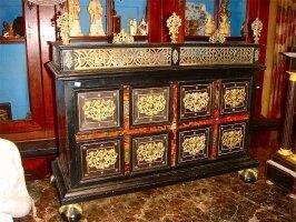 70. Антикварный Настолный кабинет с выдвижными ящиками. 18 век. 71x60x27 см. Цена 4000 евро.