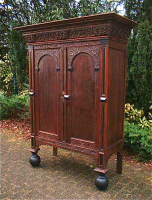 79. Антикварный Шкаф. 1750 год. 152x67x200 см. Цена 4000 евро.