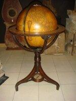 75. Антикварный Глобус с компасом. Англия.1880 год. Высота 107 см. Цена 3500 евро