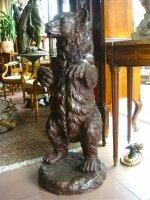 85. Антикварная скульптура Медведь из бронзы. Около 1970 г. Высота 92 см. Цена 3000 евро