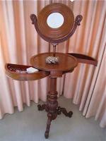 91. Антикварный Столик с зеркалом. 19 век. Высота 143 см. 1500 евро