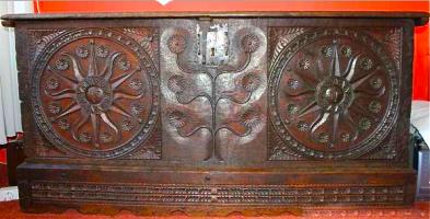92. Антикварный Сундук. Около 1800 года. 166х80х61 см. Цена 2000 евро