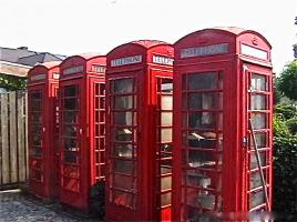 124. Английская настоящая телефонная кабина. Около 1950 г. Цена 5000 евро