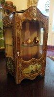 Антикварный Кукольный шкафчик. 19 век. Франция. 26x13x11 см. Цена 1600 евро.