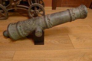 Пушка. Бронза. Длинна 80 см. Вес 35 кг. Цена 3500 евро. (Находится в Москве)