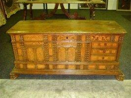 Старинный Сундук. Около 1800 г. 145x54x63 см. 4500 евро