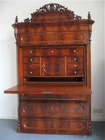 136. Антикварный Секретер. Около 1870 г. Цена 2500 евро