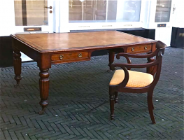 69. Антикварный Письменный стол и кресло. Англия. 19 век. 180х110х75 см. Цена 2500 евро