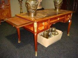 70. Антикварный Письменный стол. Около 1900 г. 140х75х76 см. Цена 4500 евро