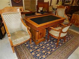 72. Антикварный Письменный стол с креслом и два больших кресла для гостей. 19 век