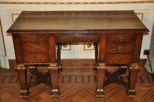 75. Антикварный Письменный стол. 19 век. 77x121x59 см.