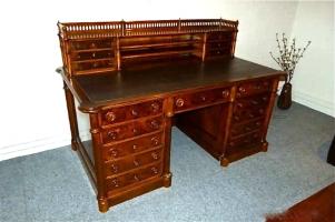 79. Антикварный Письменный стол. Около 1880 года. Цена 3000 евро