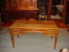 80. Антикварный Письменный стол. Около 1890 года.
