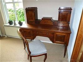 82. Антикварный Письменный стол. Около 1920 г. 125х55х76 см. Цена 2500 евро