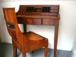 84. Антикварный Письменный столик (бюро) с креслом. Около 1850 г. 94х76х55 см. Цена 2800 евро